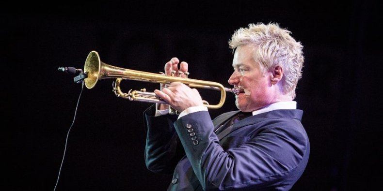 Chris Botti gra na trąbce
