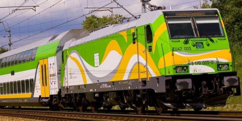 Koleje Mazowieckie - lokomotywa Traxx i wagony piętrowe