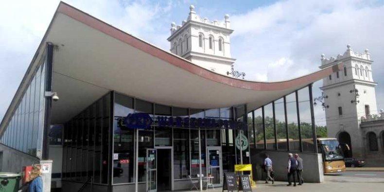 Warszawa Powiśle - dworzec kolejowy na wylocie tunelu średnicowego.