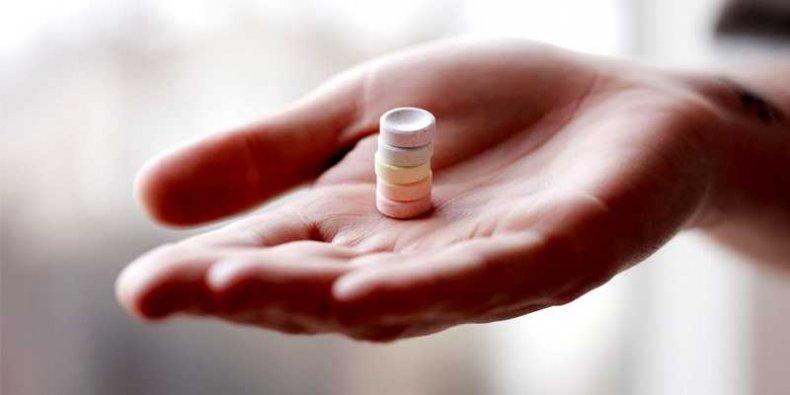 Tabletki z magnezem na ręce