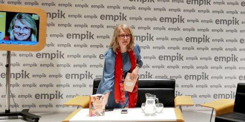 Małgorzata Karolina Piekarska na spotkaniu autorskim w księgarni Empik w Warszawie