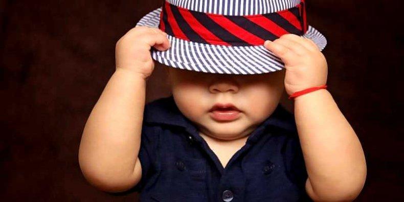 Dziecko w kapeluszu