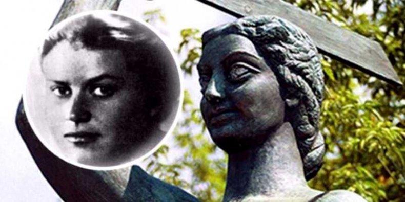 Krystyna Krahelska i warszawska Syrenka - patronka SP 212 i pomnik do którego pozowała