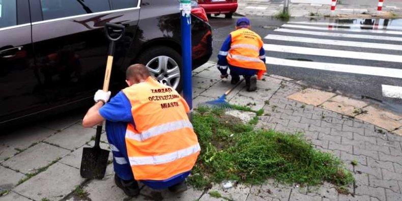 Prace społeczne dla miasta - to m.in. sprzątanie chodników