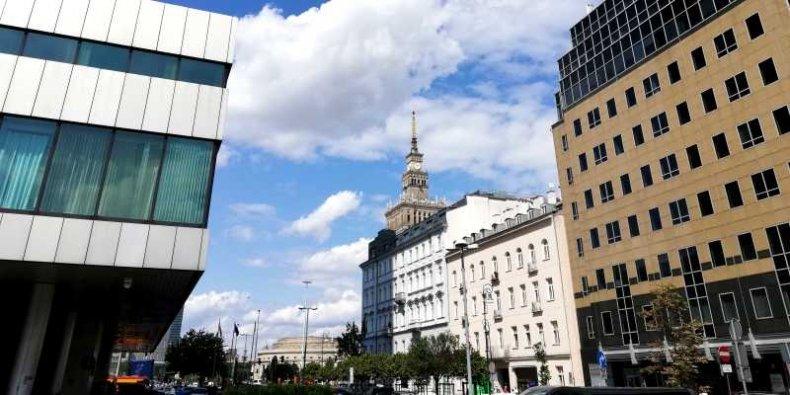 Śródmieście Warszawy widok z Emilii Plater w kierunku PKiN