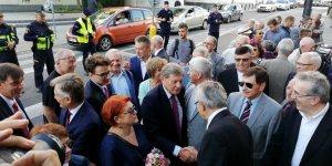 Leszek Balcerowicz wita się z Olgierdem Łukaszewiczem