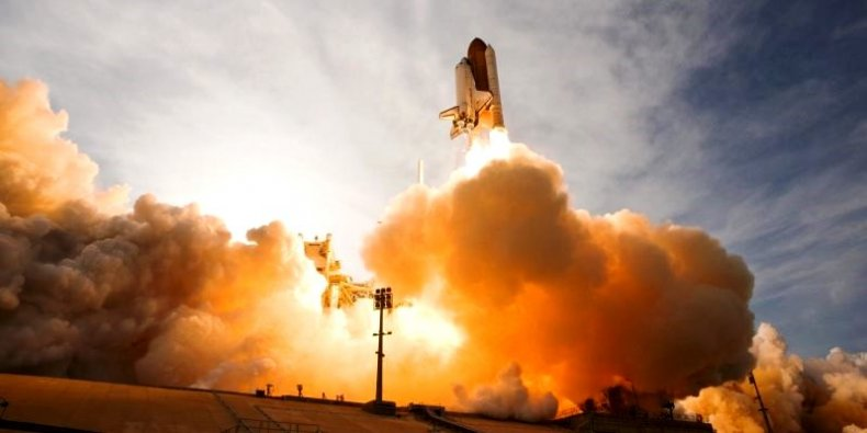 Start rakiety z promem kosmicznym