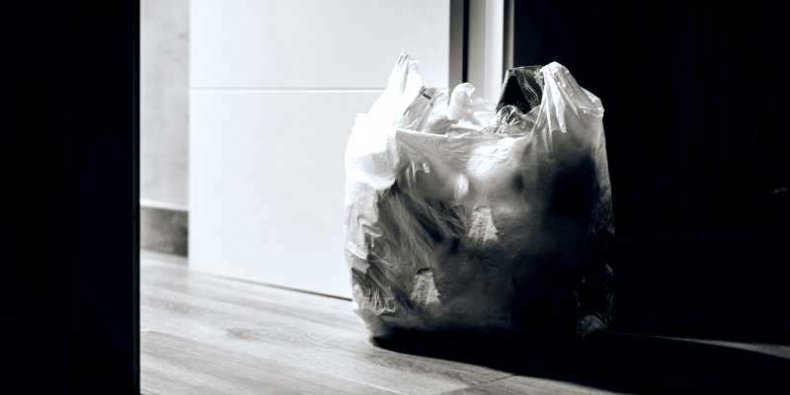 Śmieci w plastikowej torbie