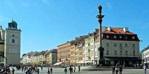 Plac Zamkowy i kolumna Zygmunta foto SchiDD (Wikimedia)