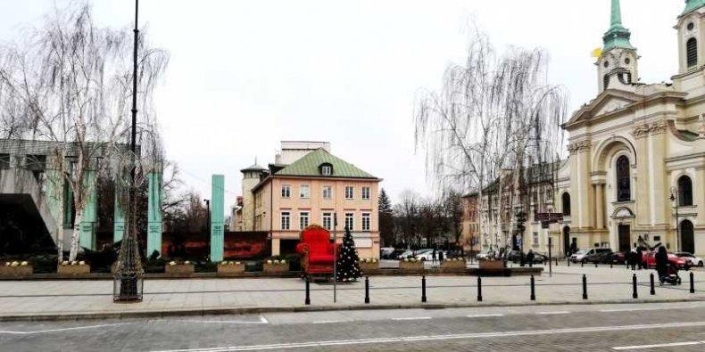 Wakat na tronie - tron, instalacja świąteczna na Pl. Krasińskich.