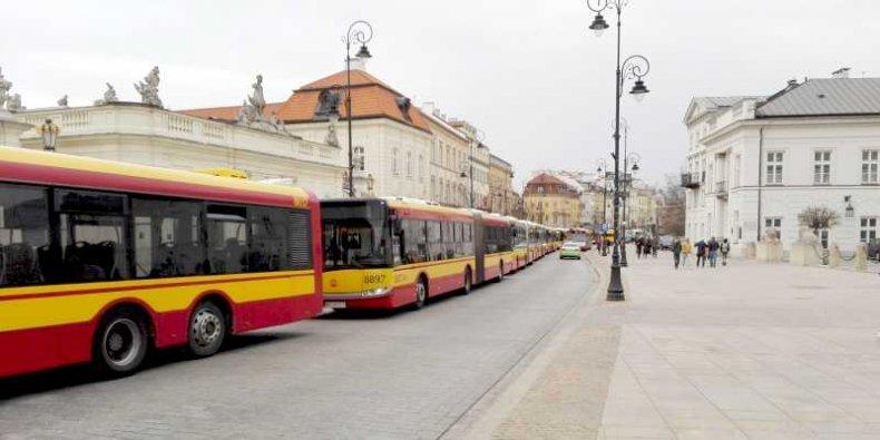 Zlot autobusów miejskich na ul. Krakowskie Przedmieście