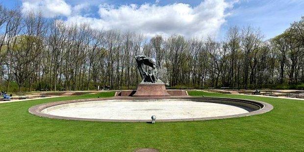 Pomnik Frederyka Chopina w Warszawie w 2017 r. Fot. Adrian Grycuk (Wikimedia)