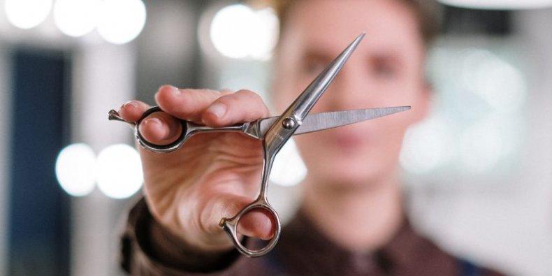 U fryzjera - nożyczki