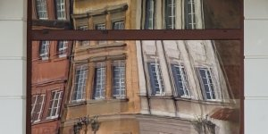 Wszystko krzywe... To jest Warszawa... ul. Krzywa - Wyróżnienie w etapie majowym Warszawskiego Konkursu Fotograficznego 2020 r. Autor: Piotr Weldon Abramczyk