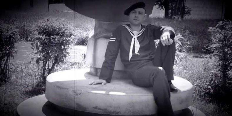 19-letni marynarz - Zachariasz Muszyński w roli Zbigniewa Piekarskiego