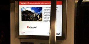 Informacja o instalacji na wyświetlaczy w Metrze Warszawskim