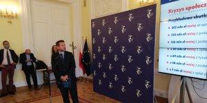 Prezydenta Rafał Trzaskowski w trakcie konferencji prasowej