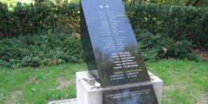 Płyta pamięci polskich ofiar ataku na World Trade Center w Parku Skaryszewskim