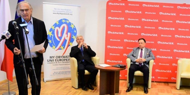 Spotkanie Rady ds. UE - od lewej: Olgierd Łukaszewicz, założyciel Fundacji My Obywatele UE; amb. Jan Truszczyński, przedstawiciel Konferencji Ambasadorów RP; marszałek Adam Struzik