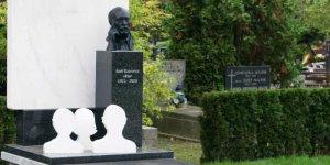 Nagrobek Emila Karewicza - w Alei Zasłużonych na Warszawskich Powązkach Wojskowych fot. Henryk Górski