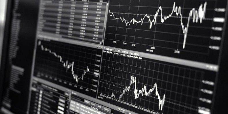 Analiza danych - wykresy pomagają szybko analizować przetwarzane dane rynkowe.