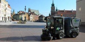 Sprzątanie ul. Krakowskie Przedmieście Fot. Zarząd Oczyszczania Miasta