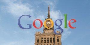 Google w Warszawie. Logo na tle PKiN