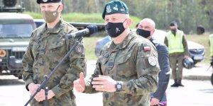 Gen. dyw. Jarosław Gromadziński przemawia do uczestników Rajdu Weterana