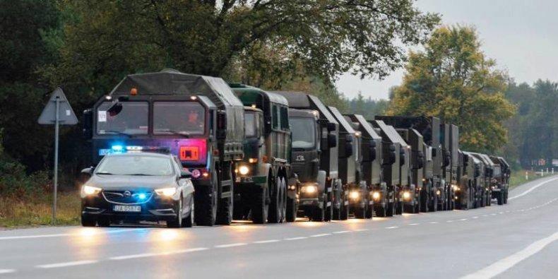 Kolumna pojazdów wojskowych. Fot. Żelazna Dywizja
