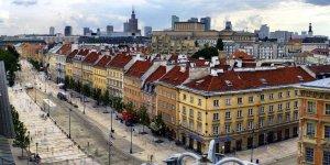 Widok na ulicę Krakowskie Przedmieście z dzwonnicy kościoła Św. Anny. Fot. Sławek L (Wikipedia)