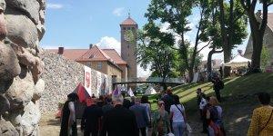 """Ruiny zamku- widok na """"wieżę Juranda"""""""