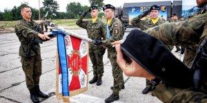 Przysięga wojskowa w 1. Warszawskiej Brygadzie Pancernej - dowódca Pocztu Sztandarowego ppor. Marcin Hoffmann