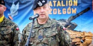 Przysięga wojskowa w 1. Warszawskiej Brygadzie Pancernej - generał brygady Jarosław Górowski, dowódca 1. Warszawskiej Brygady Pancernej