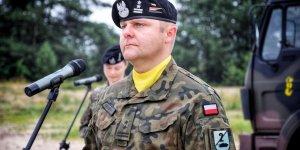 Przysięga wojskowa w 1. Warszawskiej Brygadzie Pancernej - ppłk Marcin Krzemiński d-ca uroczystości, d-ca II Batalionu Czołgów.