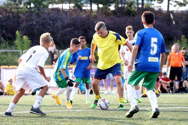 Dariusz Dziekanowski w meczu pokazowym z byłymi reprezentantami Polski - Międzynarodowe Mistrzostwa Polski Dzieci z Domów Dziecka w Piłce Nożnej 2021