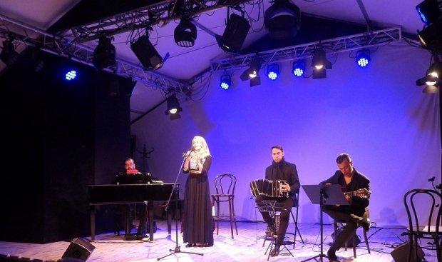 Olga Avigail & Tango Attack na scenie