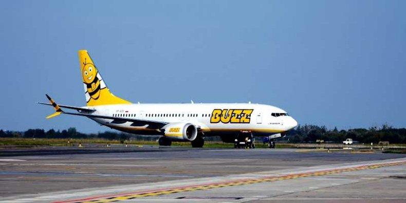 Samolot Boeing 737-8200 ''Gamechanger'' - prosto z fabryki Boeinga w Seattle na lotnisku w Modlinie