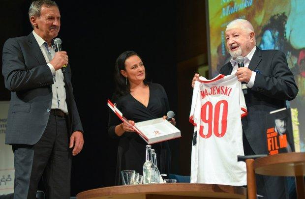 Janusz Majewski otrzymuje koszulkę reprezentacji Polski