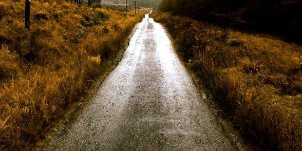 Kiepska droga choć urocza i przez las