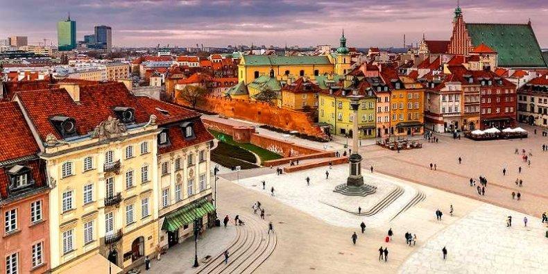 Widok na Plac Zamkowy z dzwonnicy kościoła św. Anny w Warszawie